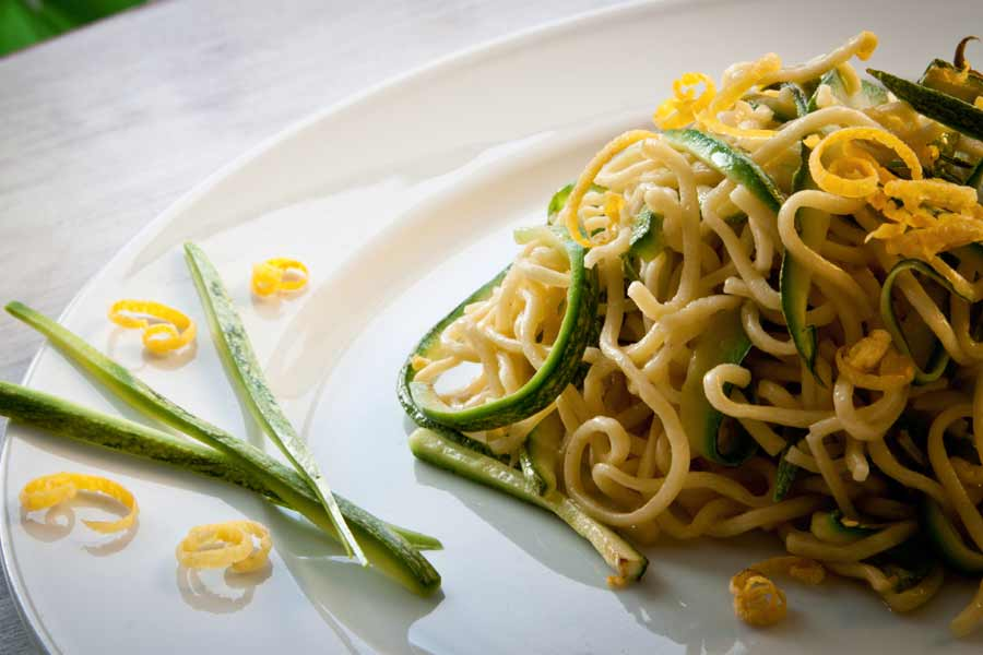 Linguine-mit-Zucchini-und-Zitronensauce