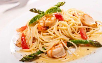 Spaghetti mit grünem Spargel und Garnelen