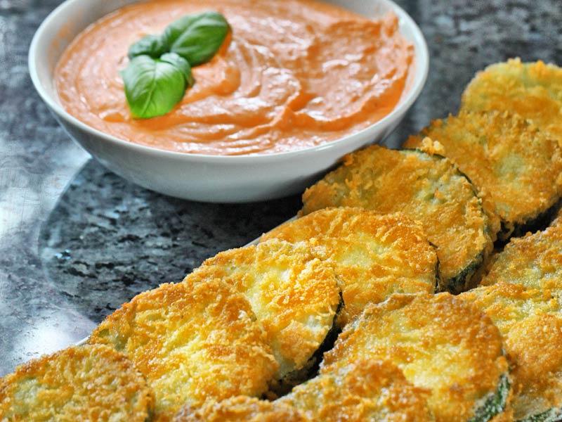 panierte-zucchinischeiben-mit-tomatendip