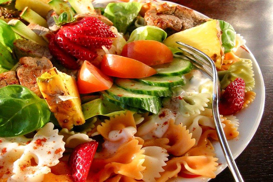 Sommerlicher-Nudelsalat-mit-Aioli