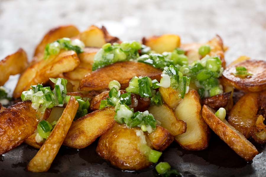 Kartoffel-Wedges-mit-Zwiebelroellchen