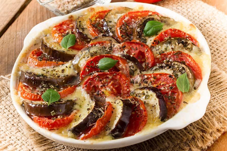 Tomaten-Auberginen-Gratin-Melanzane-alla-parmigiana