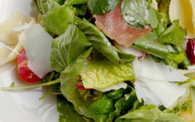 Gepimter grüner Salat