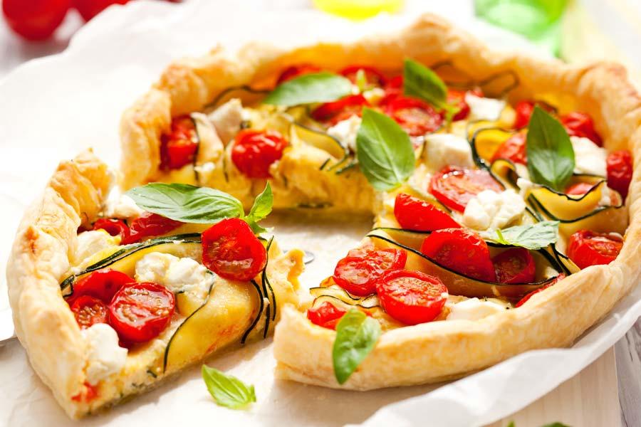 Leckere-Quiche-mit-Zucchini-und-Tomaten