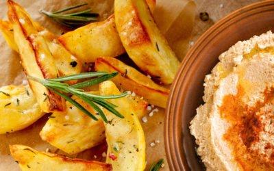 Hummus mit Kartoffelecken vegan