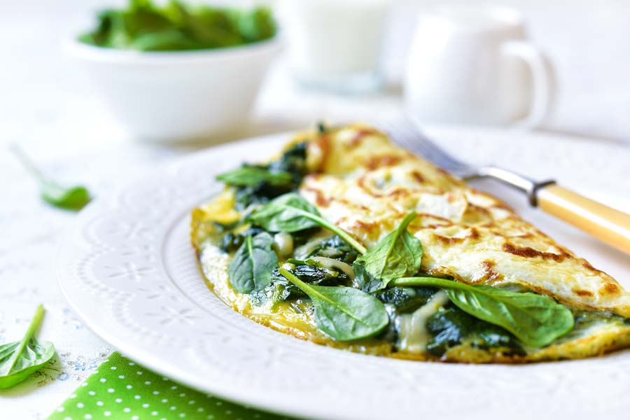 Omelett-gefuellt-mit-Spinat-und-Kaese.