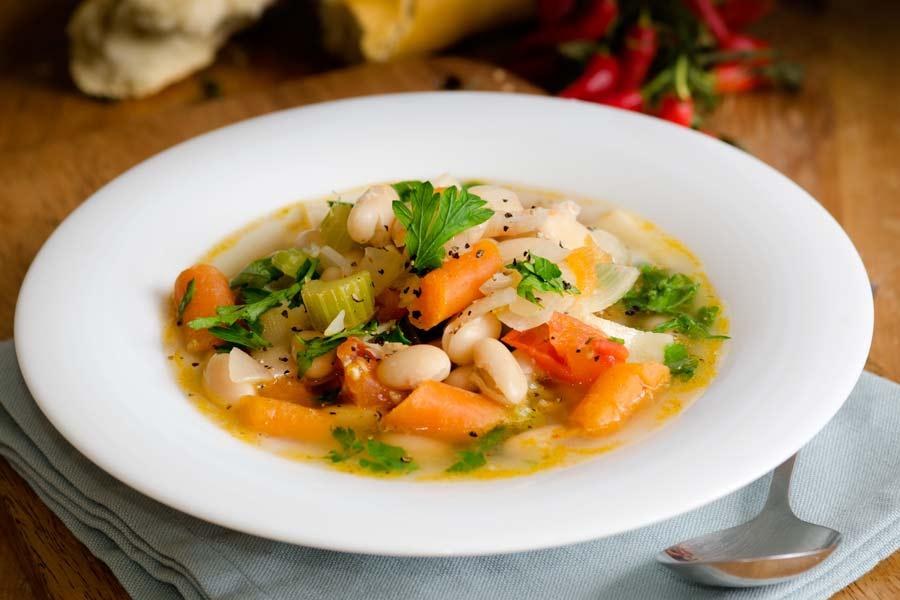 Bohnensuppe-mit-Gemuese-vegan