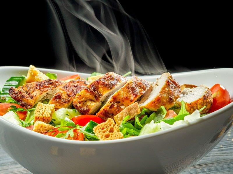 ceasar-salat-mit-huehnerbrust