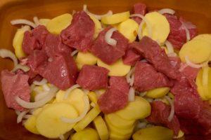 zwiebeln-kartoffeln-fleisch