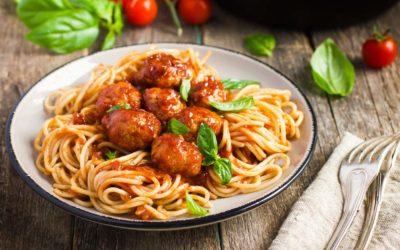 Meatballs in Tomatensauce und Spaghetti