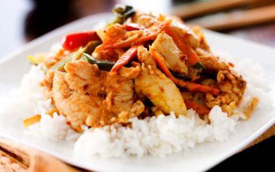 Hähnchenbrust auf Reis mit Tomaten