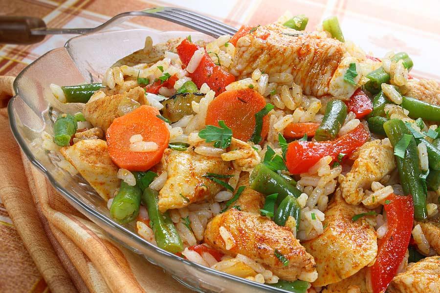 Reisfleisch-mit-Gartengemuese-und-Putenbrust