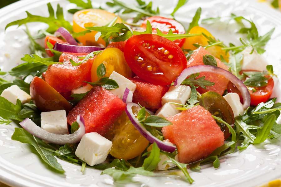 Feta-Wassermelonen-Salat-mit-Tomaten