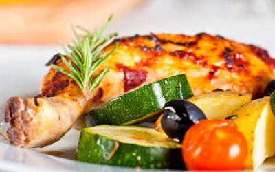 Hähnchenkeulen aus dem Ofen – mit Kartoffeln und Zucchini