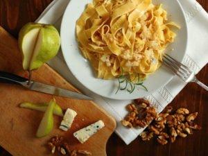 pappardelle-mit-balsamicobirnen-und-gorgonzola