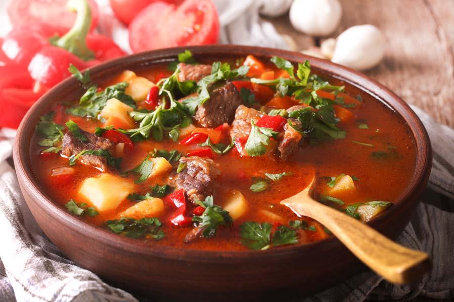 heisse-gulaschsuppe