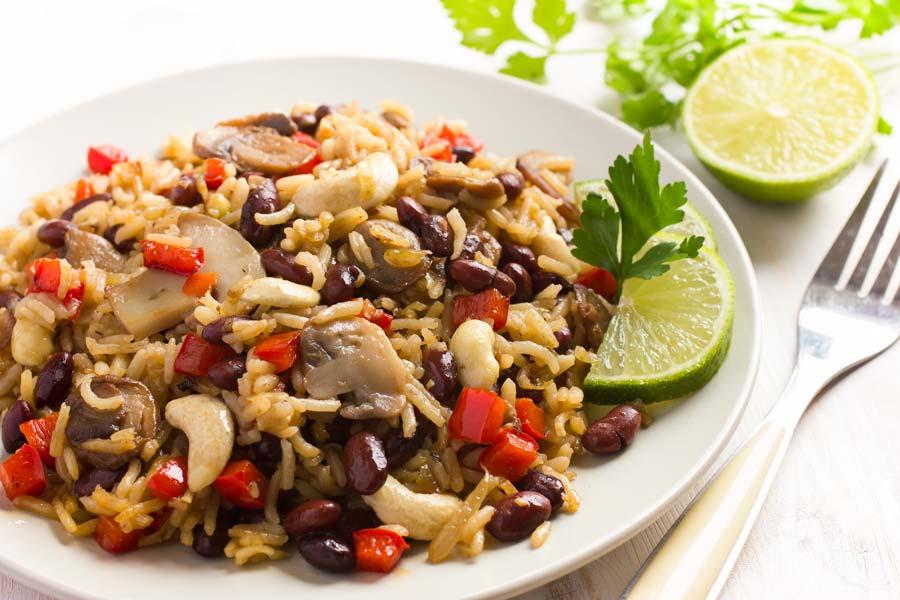 Reis-Bohnen-Pilze-und-Gemuese