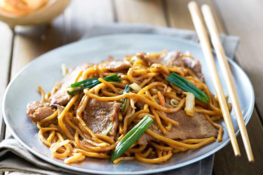 Chow-Mein-mit-Nudeln-und-Rind